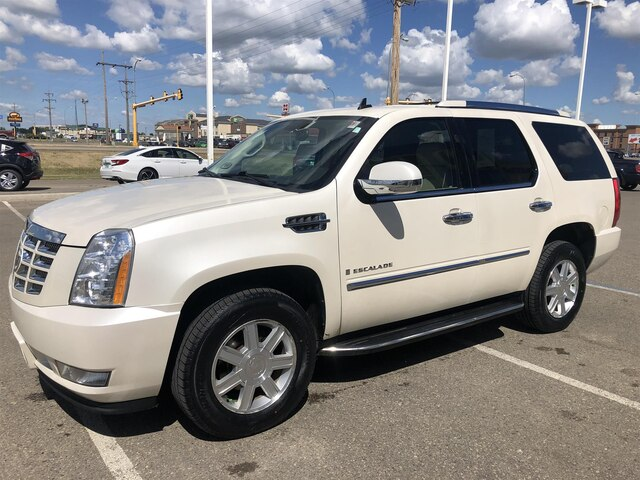 Pre-Owned 2008 Cadillac Escalade AWD w/DVD